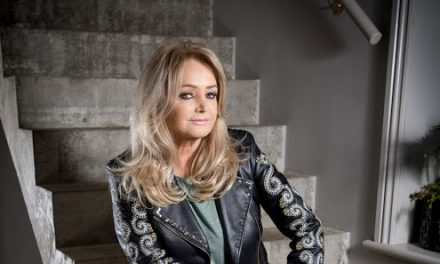 Dona do hit Total Eclipse of the Heart, Bonnie Tyler faz show na capital