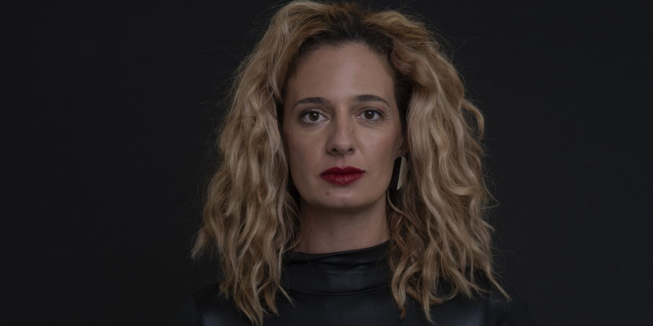 Letrux é a convidada da série de entrevistas 'Um certo alguém'