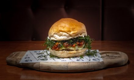 Burger com ragu de linguiça e crispy de couve é a novidade do 389