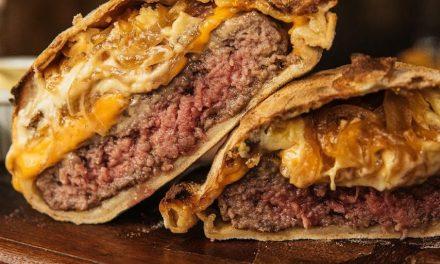 Combinação de cortes é o segredo do hambúrguer na Inforno Burger D'Itália