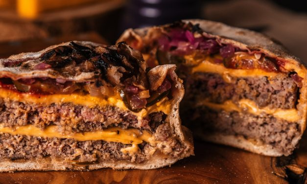 Inforno Burger lança versão com carne dupla
