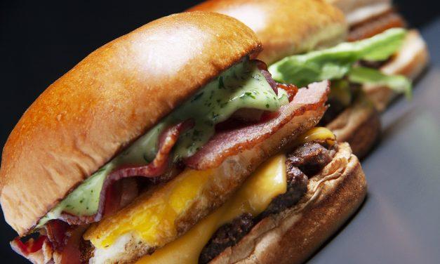X Salad Bullguer, X Egg Bacon e Sheik Cheddar são os lanches da nova linha exclusiva Bullguer Classics