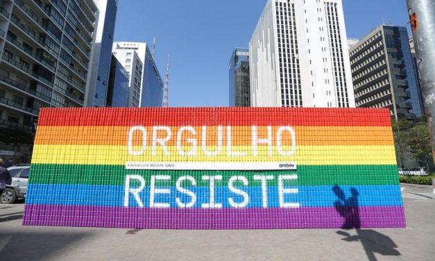 Ambev homenageia a história da luta LGBTQIA+ com o movimento #OrgulhoResiste e convoca pessoas a compartilharem suas histórias